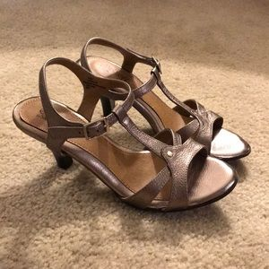 Euro Soft by Sofft gold sandals size 6.5